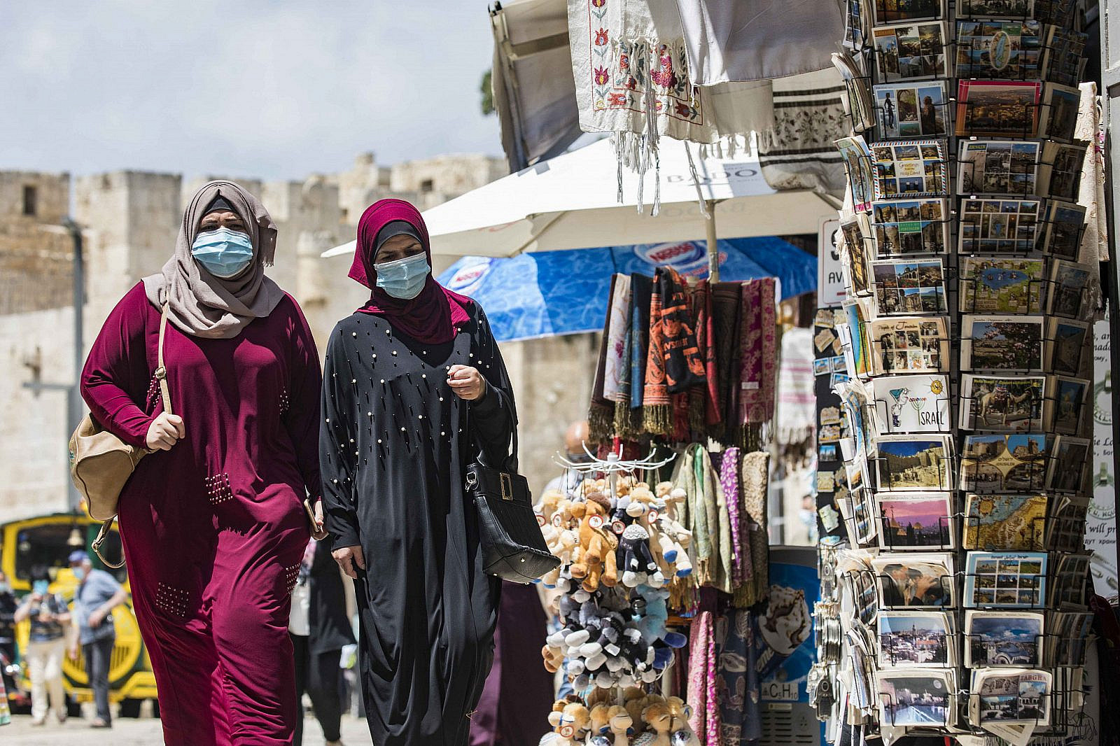 Palestinian women wearing face masks in Jerusalem's Old City, August 10, 2020. (Olivier Fitoussi/Flash90)