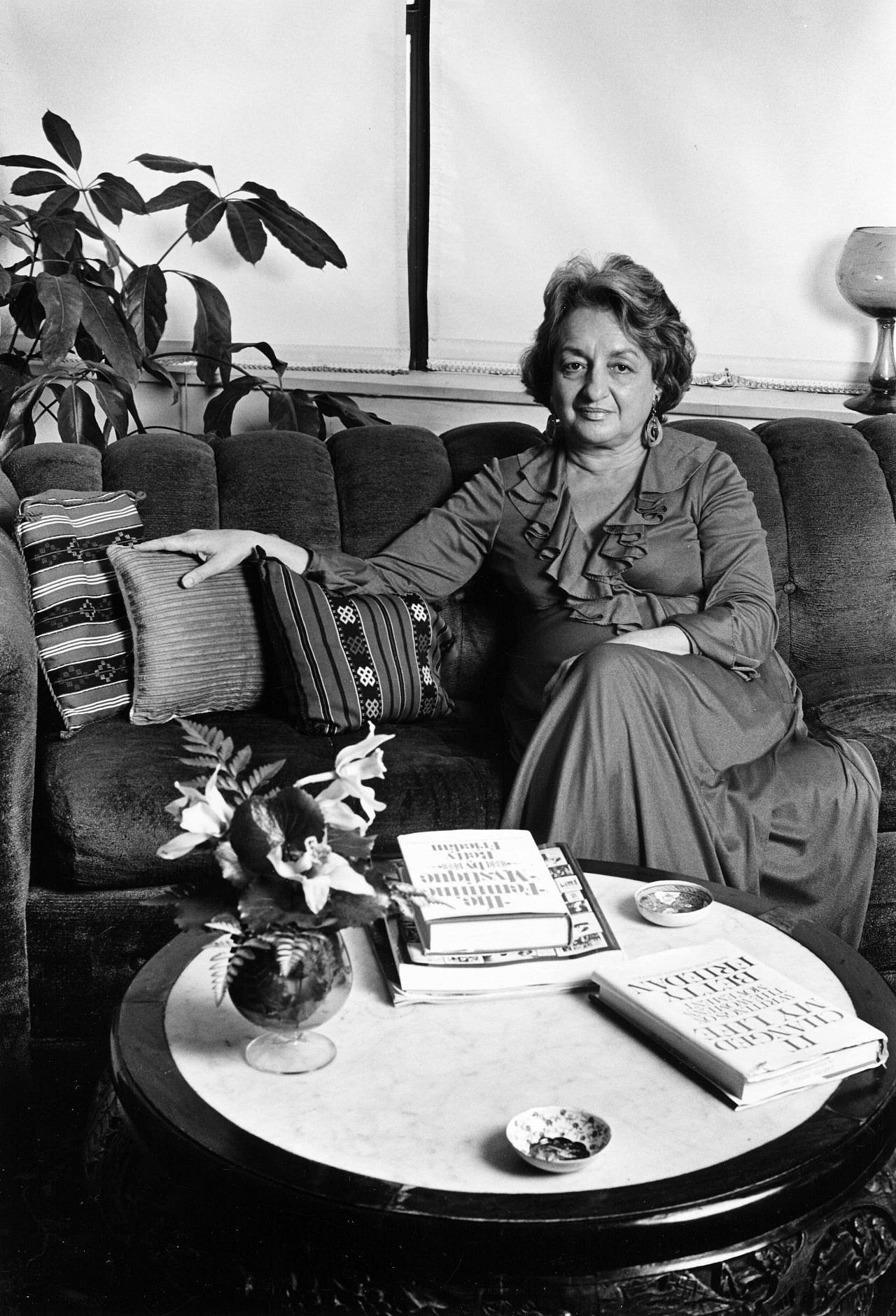 Betty Friedan photographed in her home, Washington, D.C., 1978. (Lynn Gilbert/CC A-SA 4.0 International)