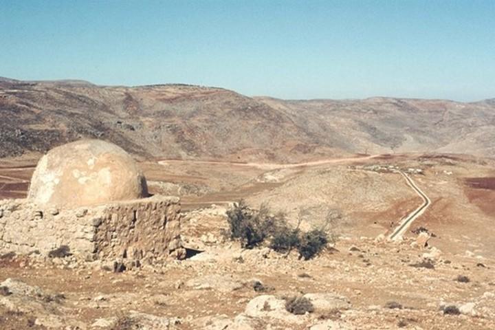 Sit Zahra Maqam as it stood in 1975, near Deir Jarir, West Bank. (Amikam Shuv)