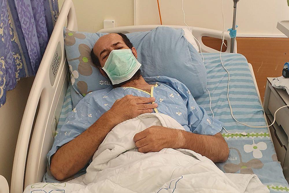 Palestinian administrative detainee Maher al-Akhras, 49, in Kaplan Medical Center, Rehovot, where is on day 73 of a hunger strike. (Oren Ziv/Activestills)