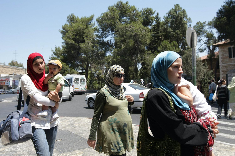 Palestinian women walk with their babies in East Jerusalem, July 15, 2008. (Kobi Gideon/Flash90)