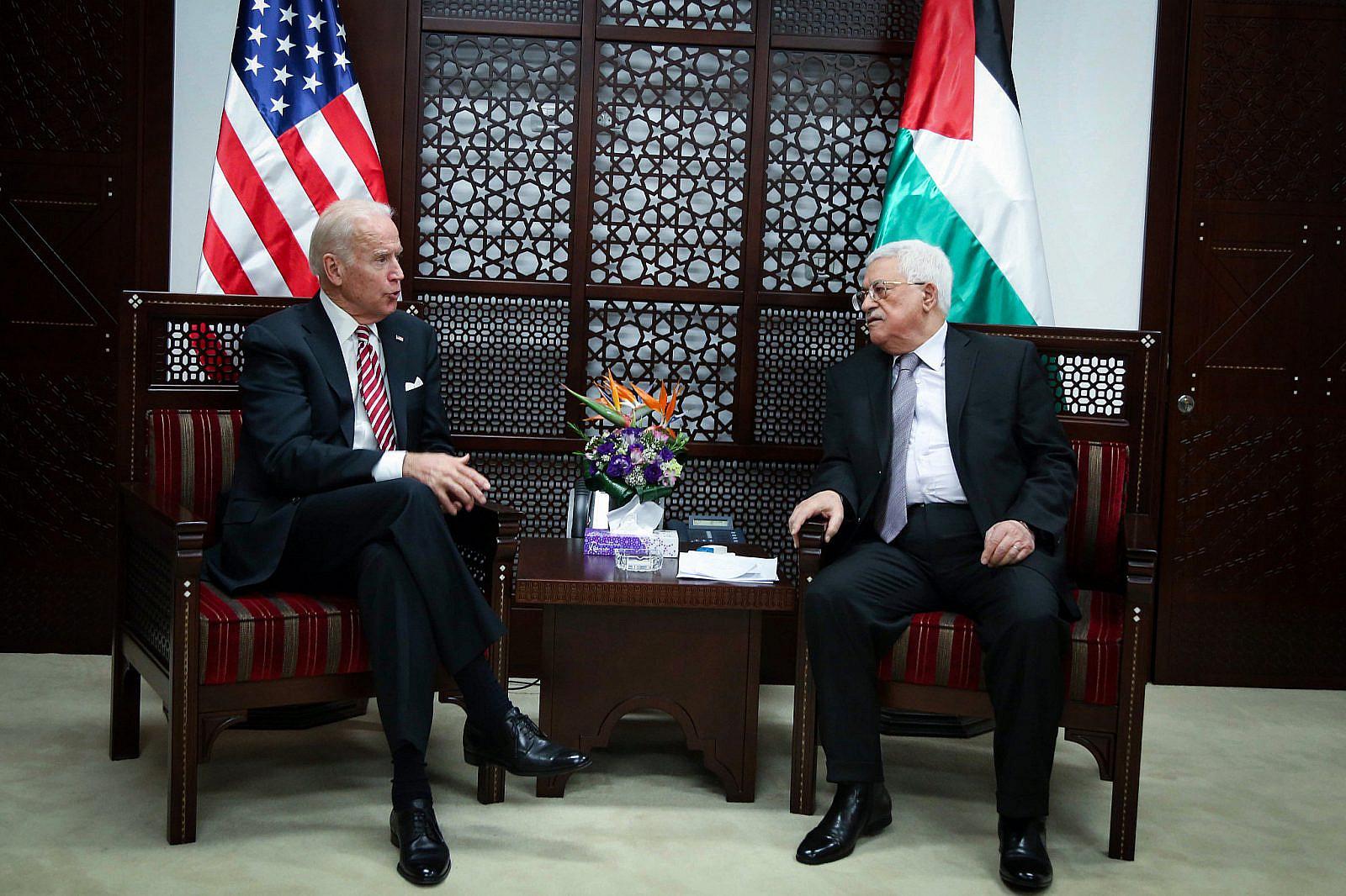 U.S. Vice President Joe Biden meets with Palestinian President Mahmoud Abbas, in the West Bank city of Ramallah, March 9, 2016. (Flash90)