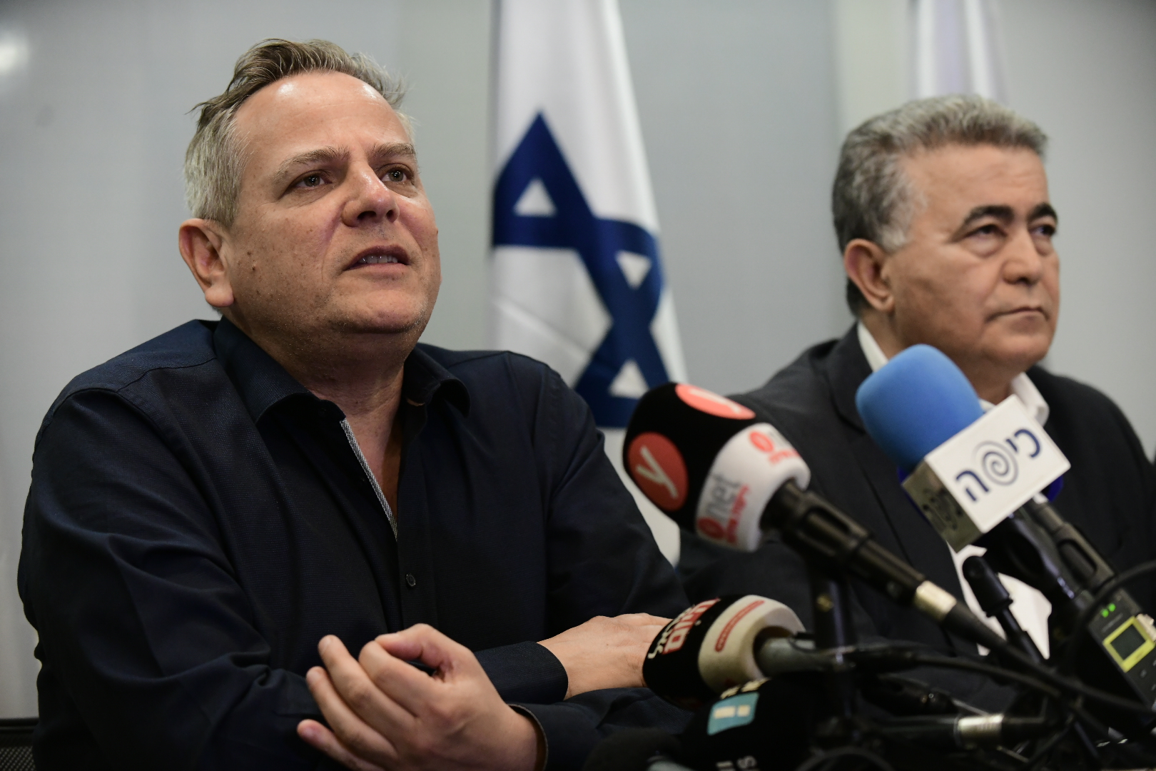 Chairman of the Labor party Amir Peretz and Meretz leader Nitzan Horowitz and party members hold a press conference in Tel Aviv, March 12, 2020. (Tomer Neuberg/Flash90)