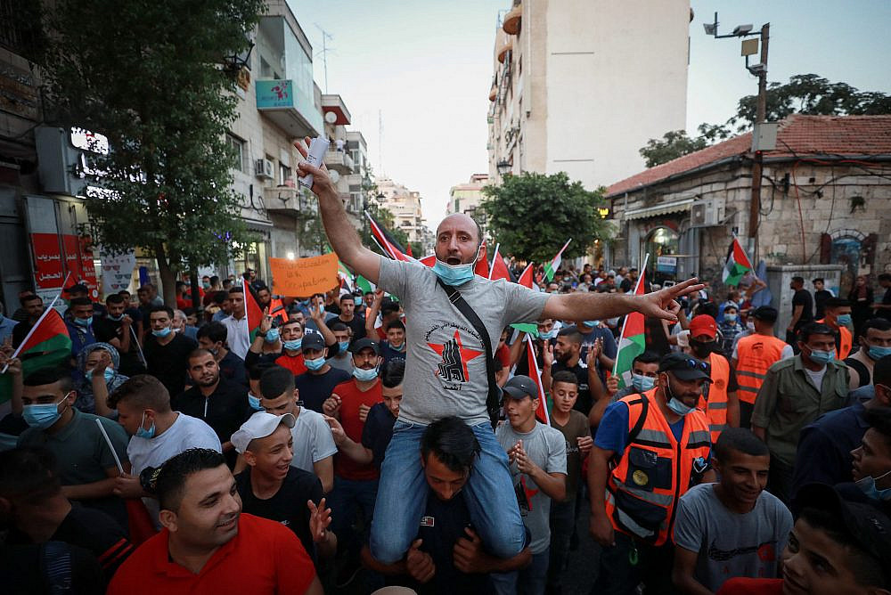 Palestinians protest against the agreement to establish diplomatic ties between Israel and the United Arab Emirates, in the West Bank city of Ramallah, September 15, 2020. (Flash90)