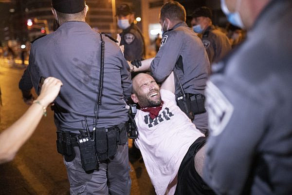 Police make arrests as Israelis take to the streets to protest against the government's ban on demonstrations, Tel Aviv, October 2, 2020. (Oren Ziv)