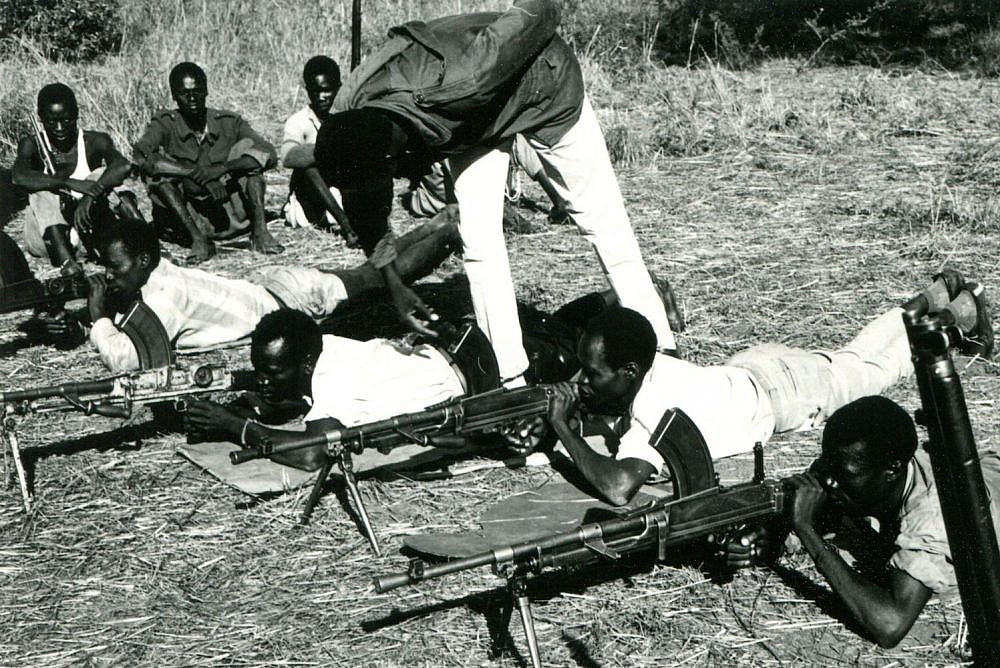 Anya-Nya recruits in southern Sudan learning how to use Bren guns provided by Israel, 1970. (Photographer unknown, Archivo Comboniani Roma)
