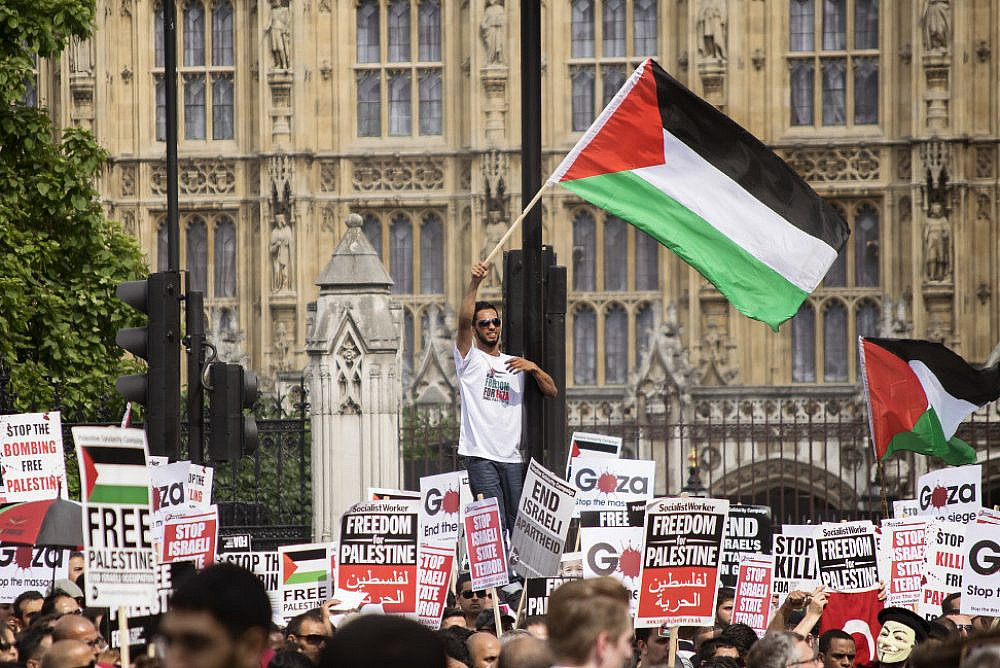 Protest against Israel's war on Gaza in Parliament Square, London, July 26, 2014. (Tim Snell/Flickr)