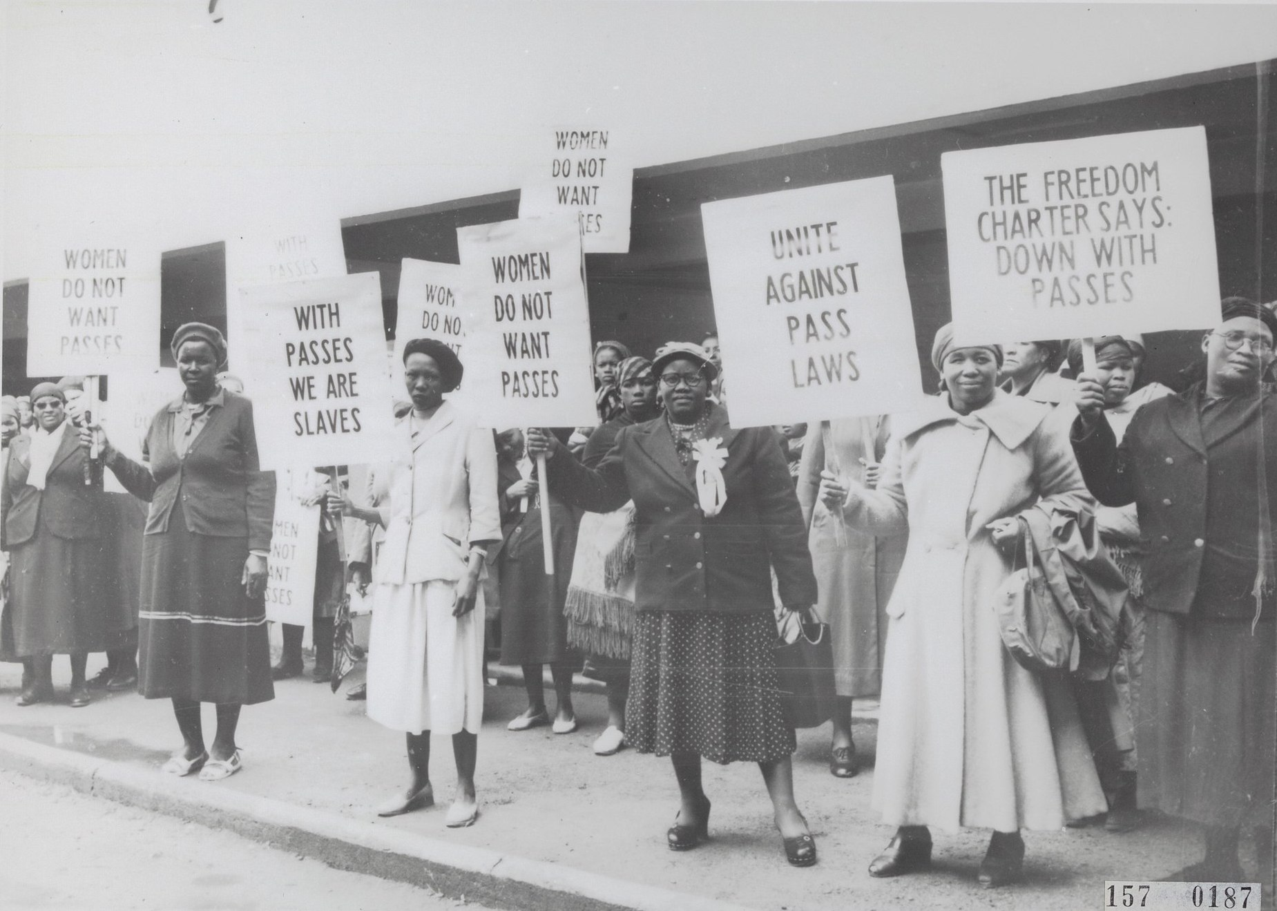 South African women protest against the Pass Laws, which restricted the movement of Blacks in the country, 1956. (Nationaal Archief)