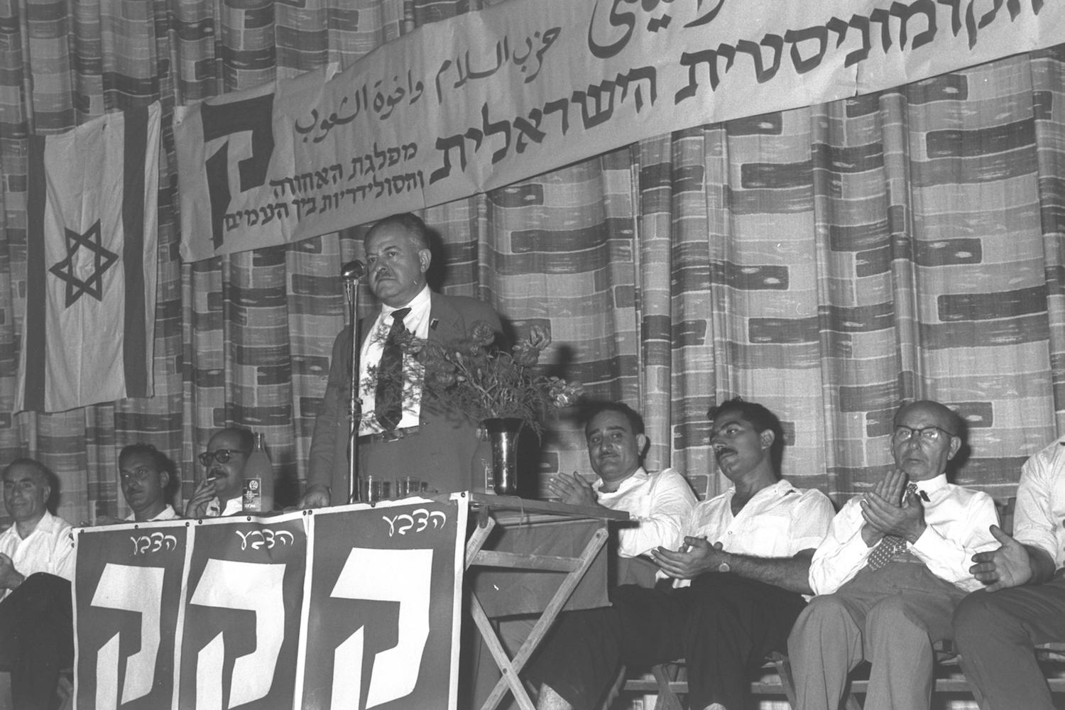 Moshe Sneh speaks at an election campaign event of the Israeli Communist Party, Ramat Gan, October 30, 1959. (Fritz Cohen)