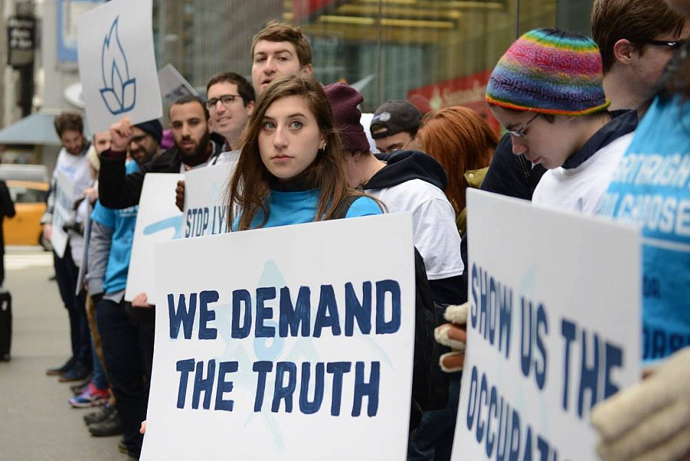 Activists from IfNotNow protest outside Birthright Israel's offices in New York City, April 5, 2019. (Gili Getz)