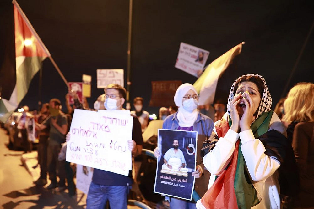 Palestinians and Israelis protest outside Kaplan Medical Center demanding the release of Maher al-Akhras from administrative detention, Rehovot, November 3, 2020. (Oren Ziv)