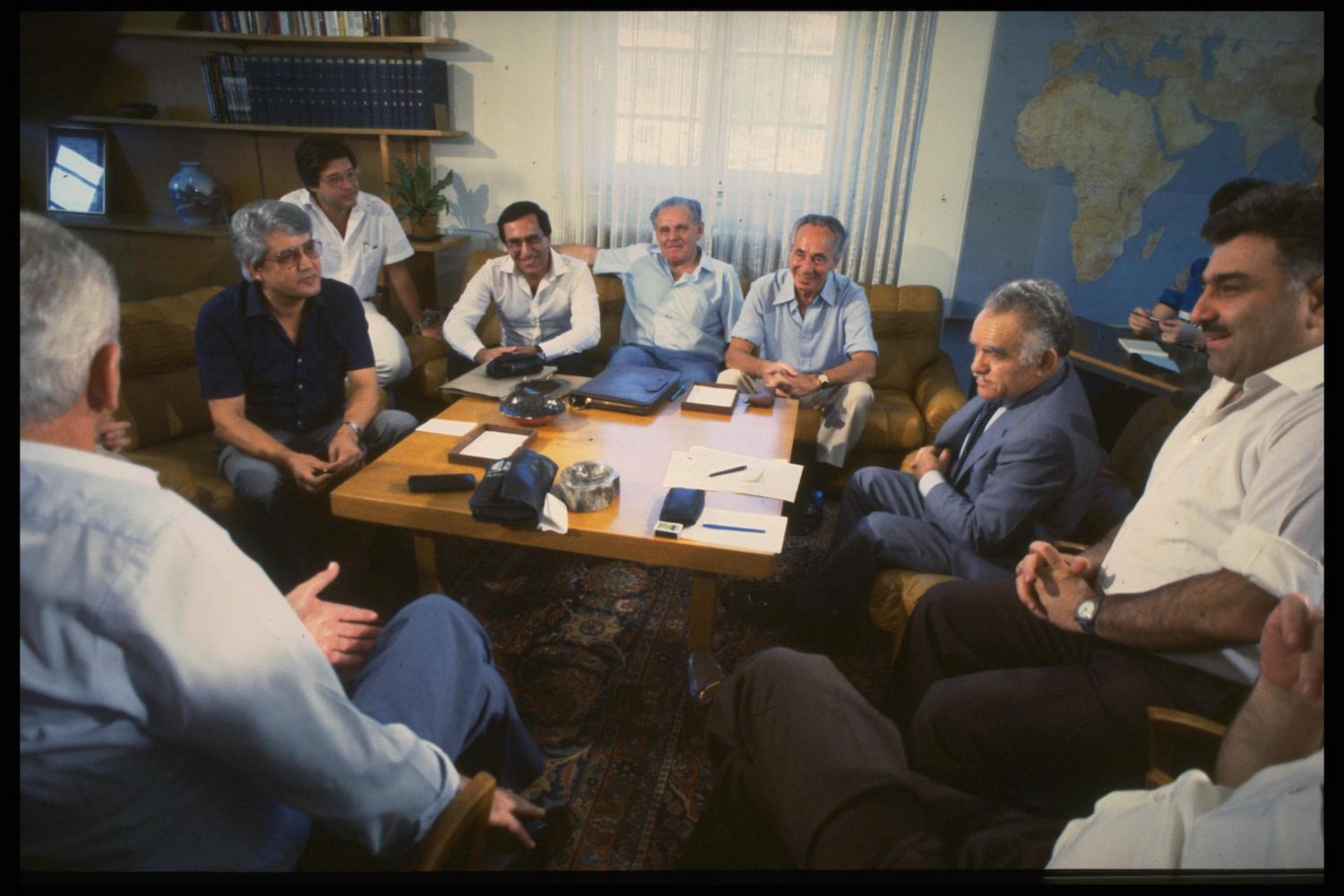 Negotiations between Likud and the Labor Party on a unity government, September 30, 1983. (Nati Harnik/GPO)