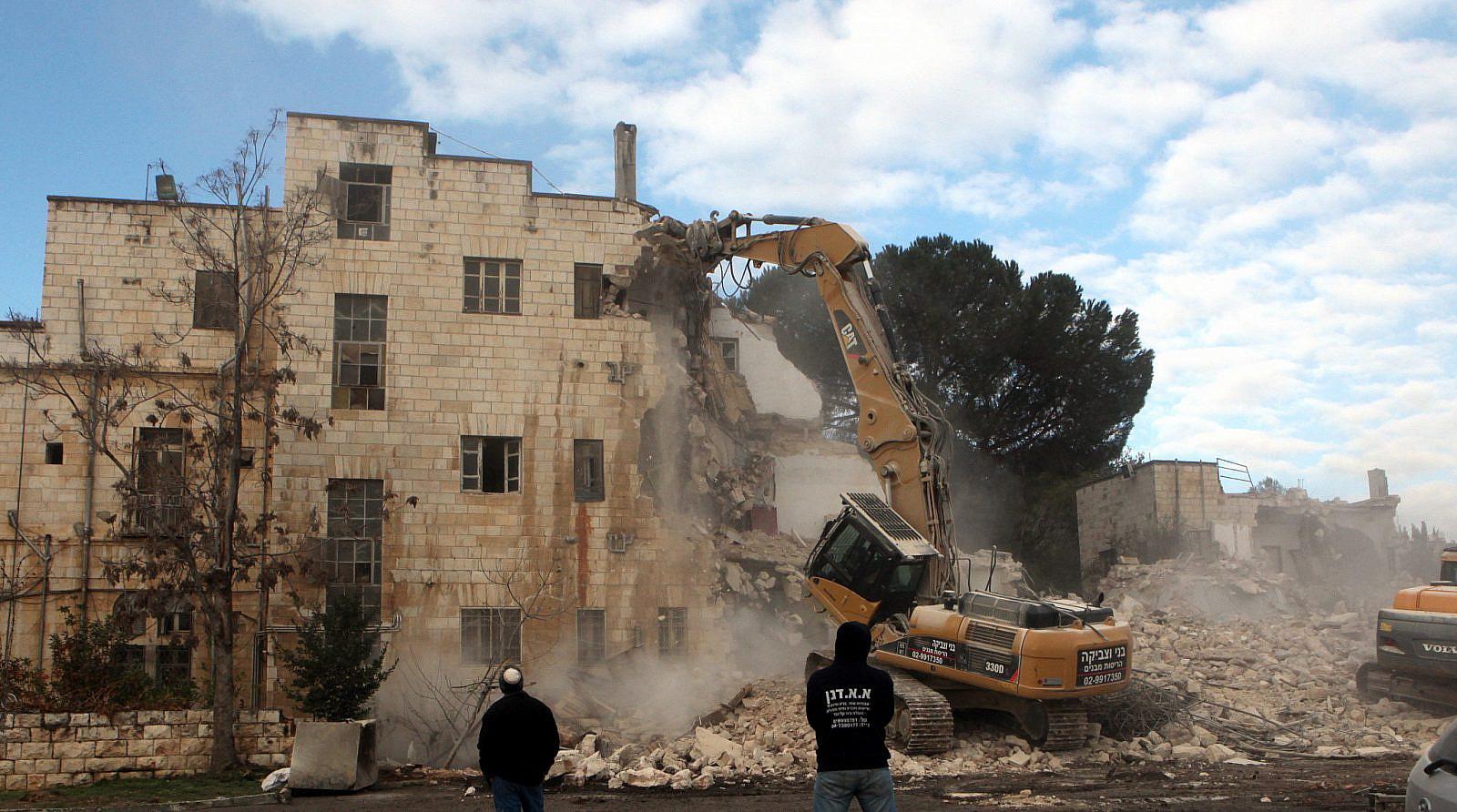 The demolition of the Shepherd Hotel in East Jerusalem's Sheikh Jarrah neighborhood, January 9, 2011. (Yossi Zamir/Flash90)