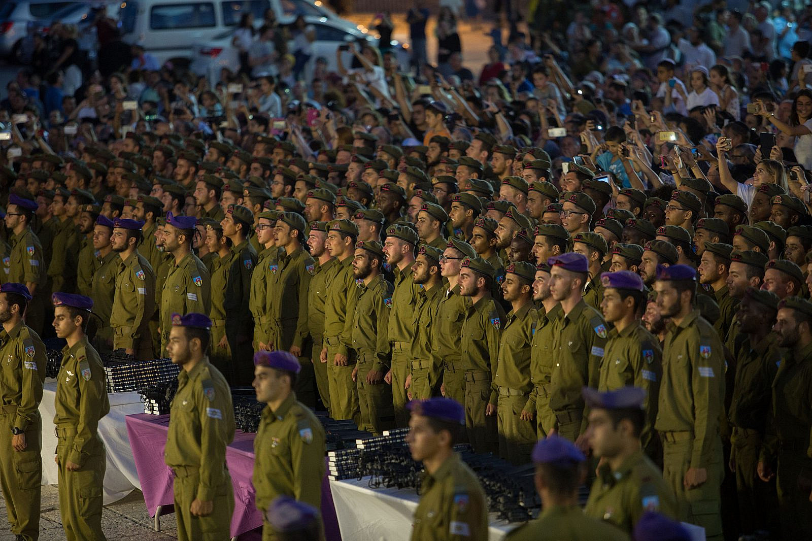 Israeli soldiers attend a swearing-in ceremony as they enter the Givati Brigade unit, at the Western Wall in Jerusalem Old City, June 23, 2016. (Flash90)
