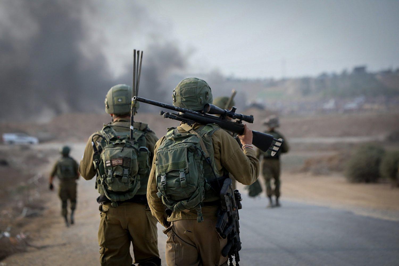 Israeli soldiers seen at the Israel-Gaza border, October 19, 2018. (Yossi Zamir/Flash90)