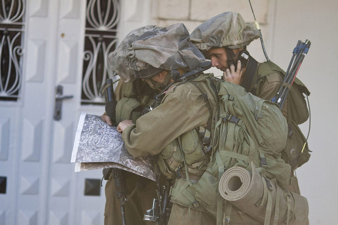 Israeli soldiers take part in a search operation in the West Bank city of Hebron, June 17, 2014. (Activestills.org)