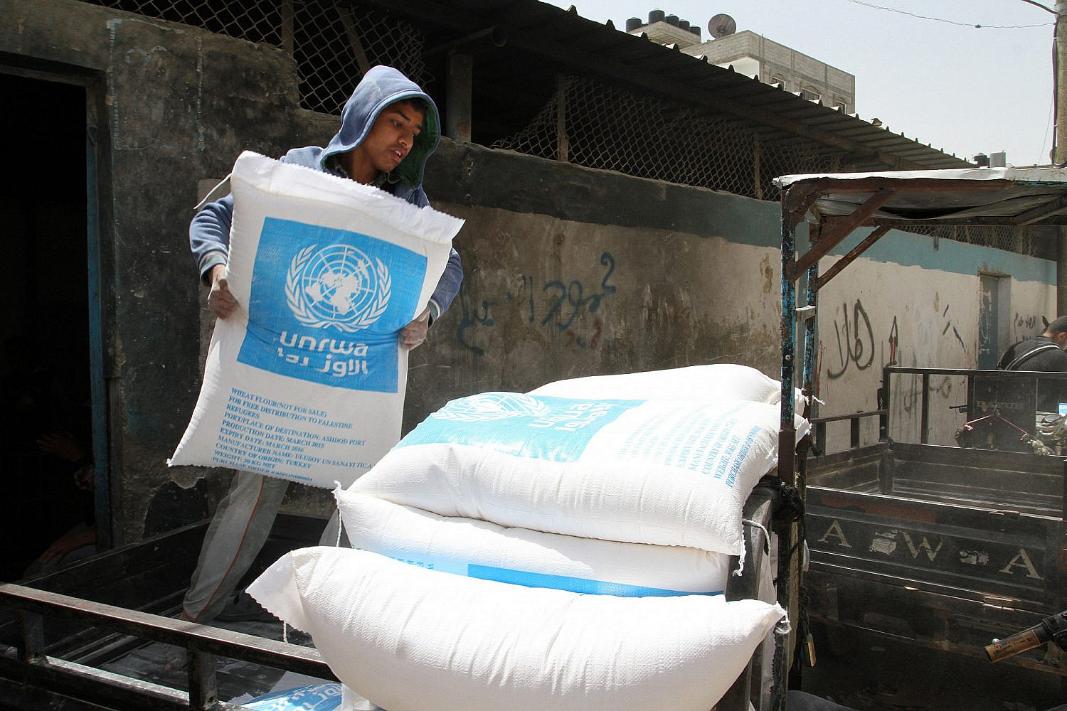 Palestinians receive their monthly food aid at a United Nations distribution center (UNRWA) in the Rafah refugee camp, in southern Gaza Strip, April 28, 2015. (Abed Rahim Khatib/Flash90)
