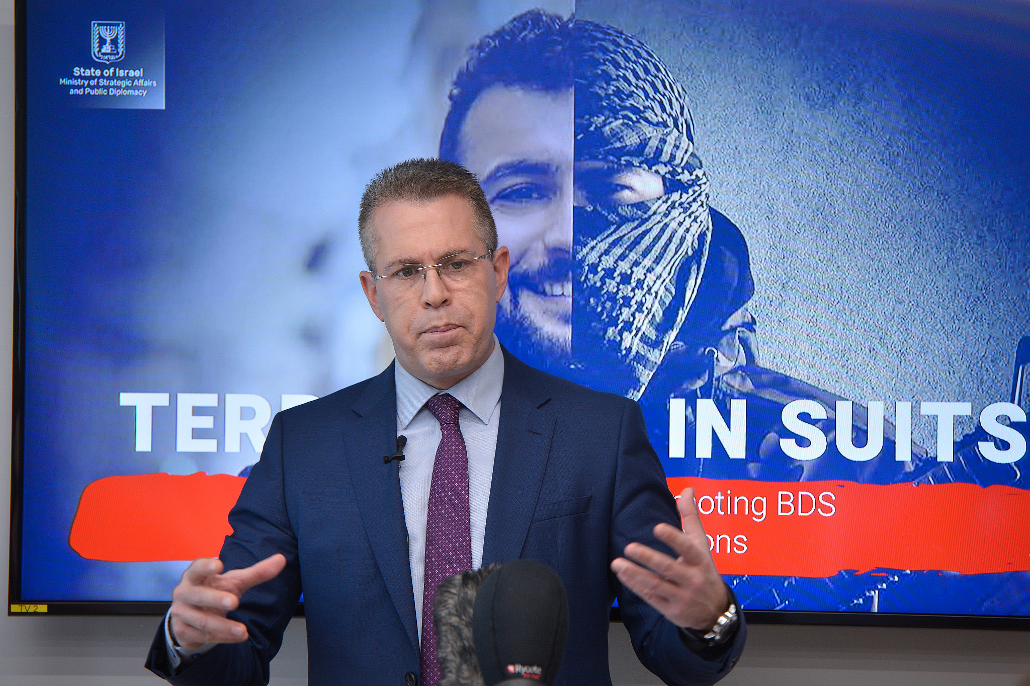 Public Security Minister Gilad Erdan speaks during a press conference for the foreign media, in Bnei Brak, Feb. 3, 2019. (Flash90)