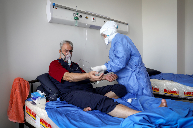 Palestinian medical teams at the COVID-19 war at Dura Hospital in the West Bank city of Dura, near Hebron, July 9, 2020. (Wisam Hashlamoun/Flash90)