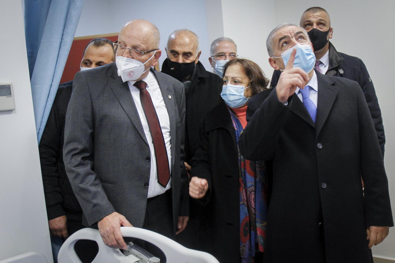 Palestinian Prime Minister Muhammad Shtayyeh at a hospital in Nablus, January 16, 2021. (Nasser Ishtayeh/Flash90)