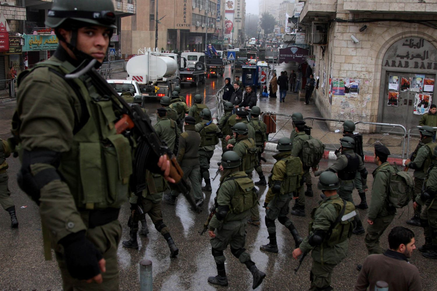 Members of the Palestinian security forces march through the West Bank city of Ramallah as part of a training session. Dec. 18, 2009. (Issam Rimawi/Flash90)
