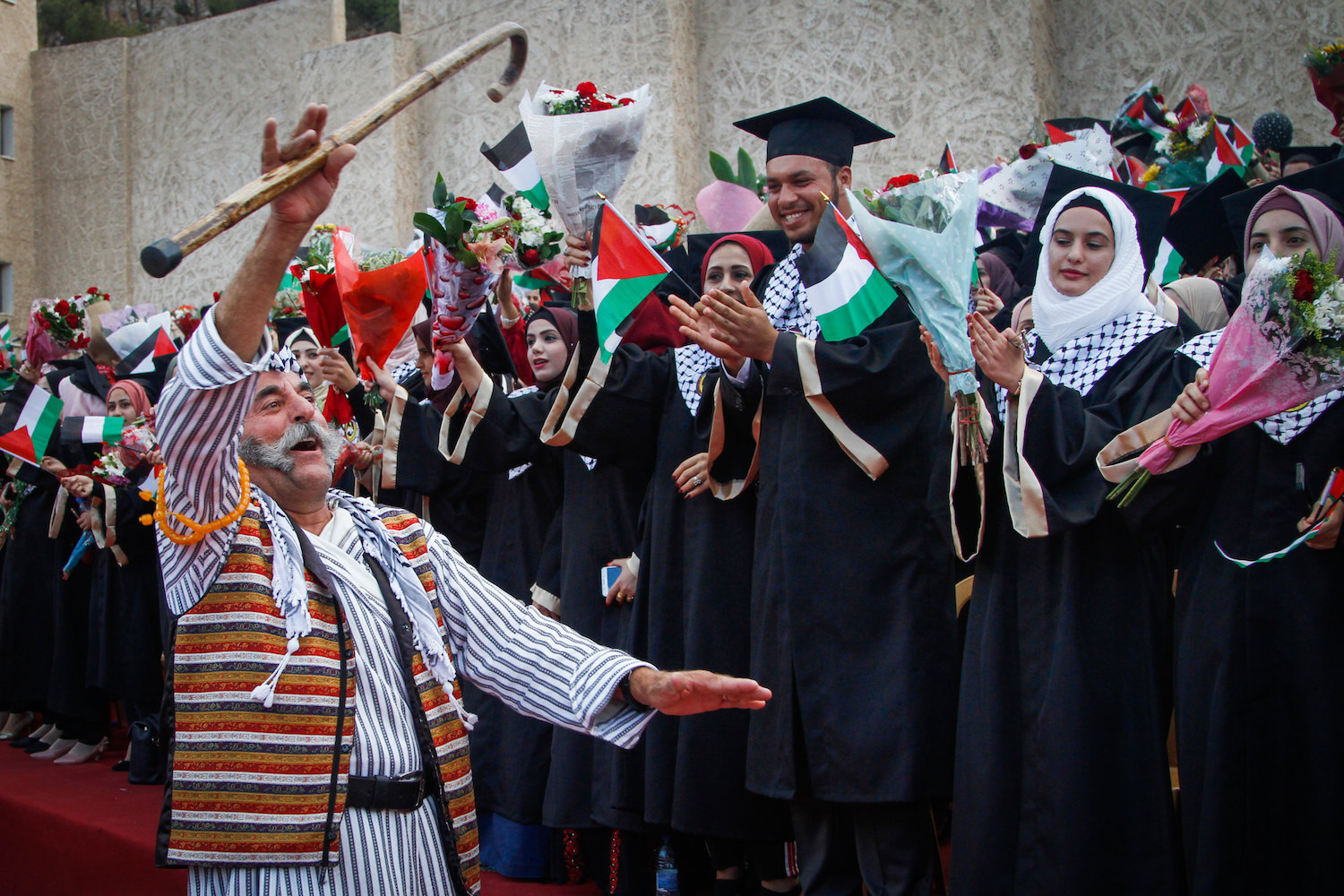 Palestinian students during their graduation ceremony at Al-Quds Open University in the West Bank city of Nablus, July 28, 2018. (Nasser Ishtayeh/Flash90)