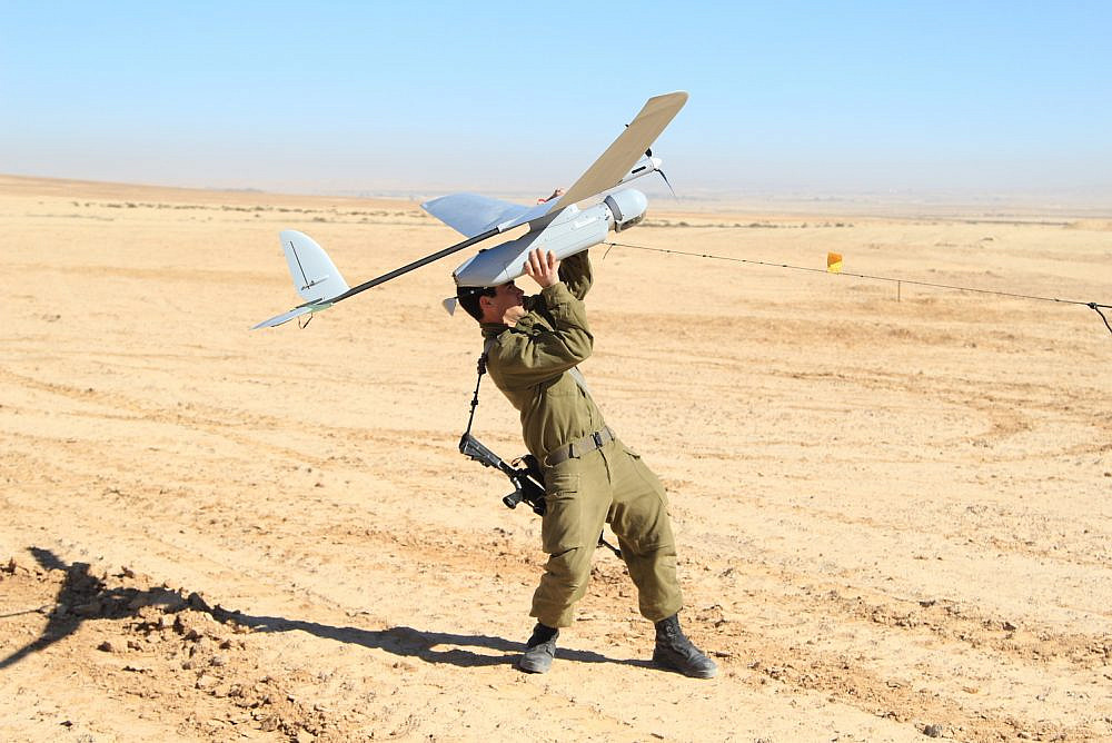 An Israeli soldier learns how to operate the Skylark drone in the Negev desert, January 21, 2013. (IDF Spokesperson's Unit)