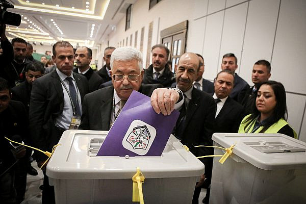 Palestinian President Mahmoud Abbas casts his vote at the Muqata'a, the Palestinian Authority headquarters, for Fatah's internal elections in the West Bank city of Ramallah, Dec. 3, 2016. (Flash90)
