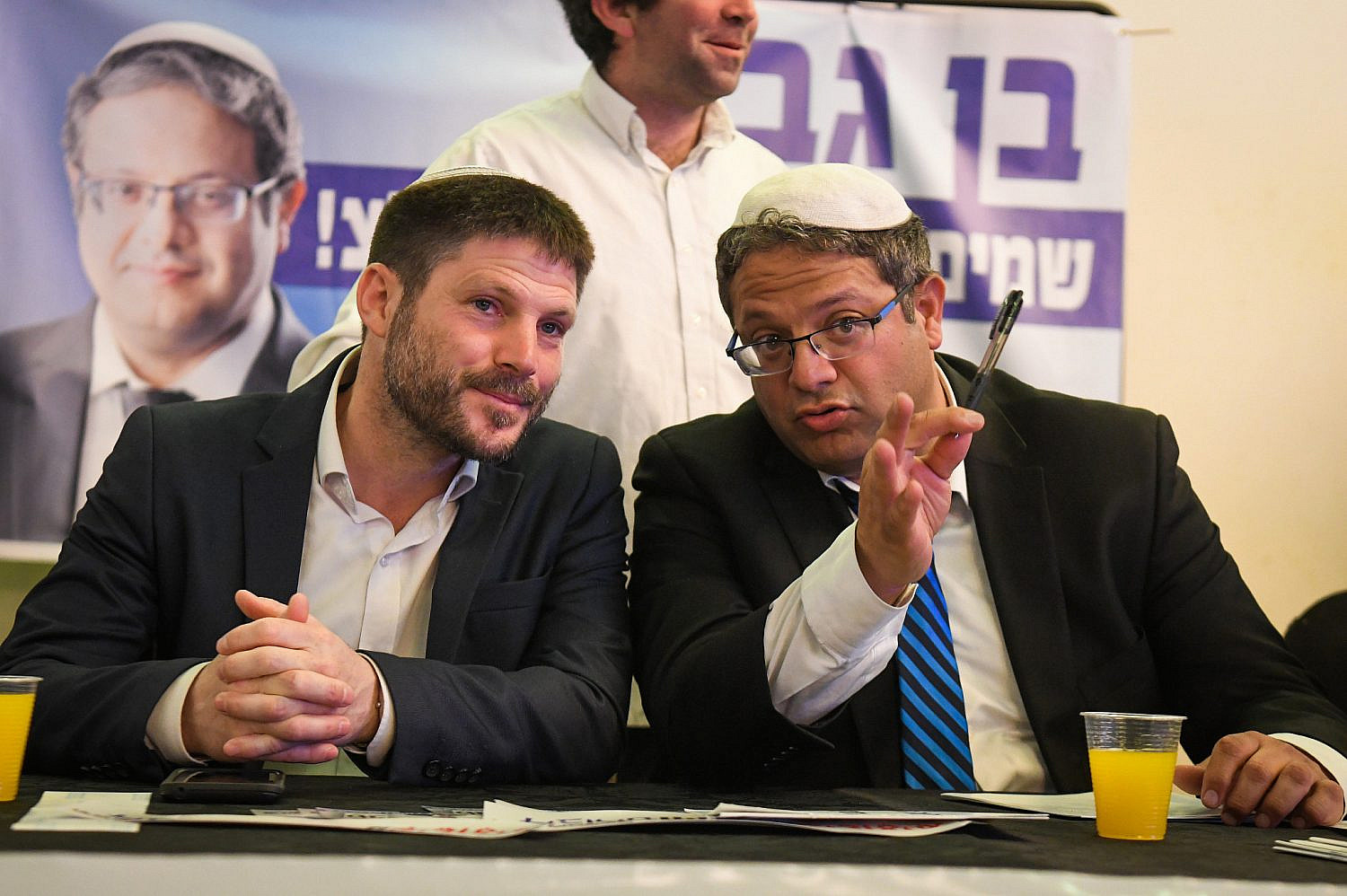 Otzma Yehudit party member Itamar Ben Gvir (R) speaks with Head of the National Union party MK Betzalel Smotrich during an election campaign event of Otzma Yehudit in Bat Yam, April 6, 2019. (Flash90)