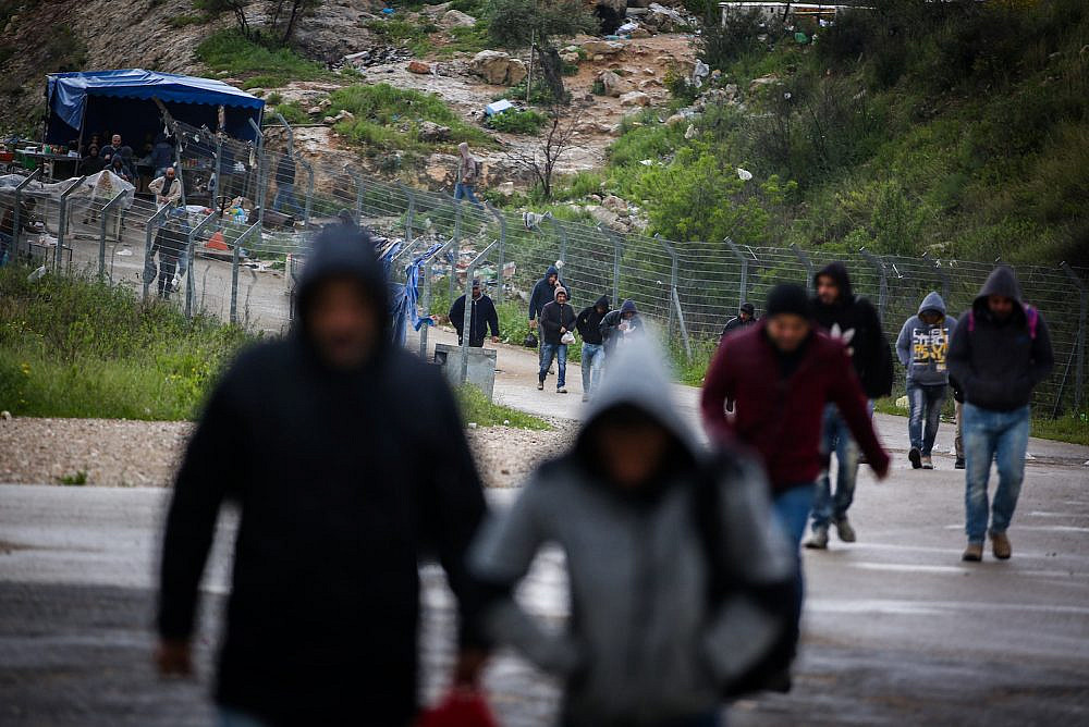 Illustrative photo of Palestinian workers from the West Bank crossing a checkpoint into Israel. (Flash90)