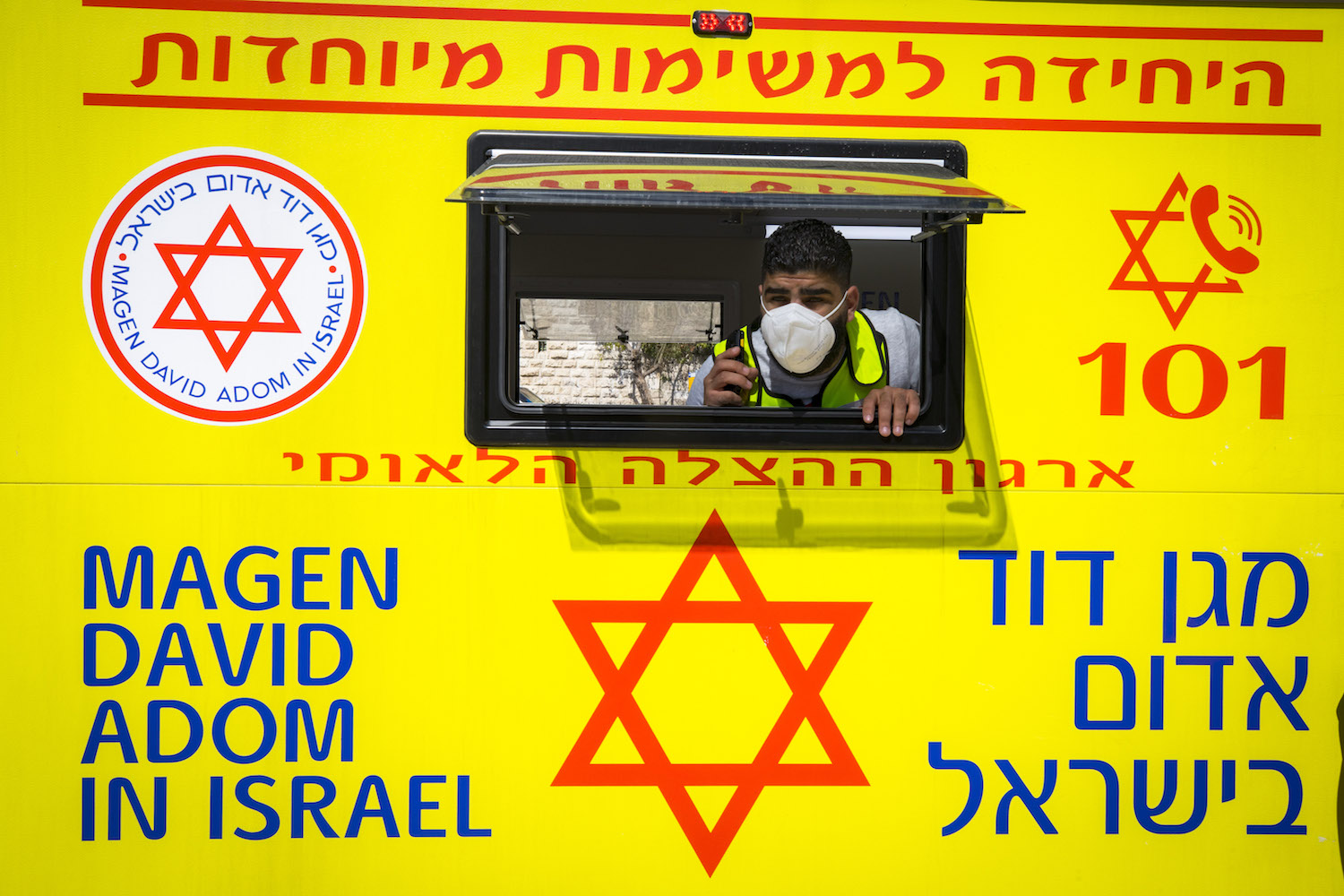 A Magen David Adom mobile clinic provides COVID-19 vaccines in Damascus Gate outside Jerusalem's Old City, February 26, 2021. (Olivier Fitoussi/Flash90)