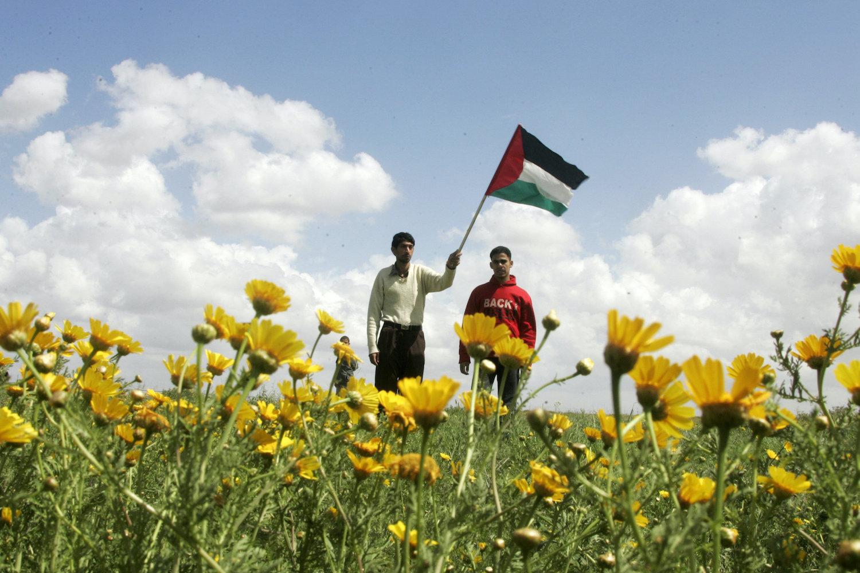 Palestinian youth protest near the Israeli fence with Gaza, southern Gaza, March 18, 2010. (Abed Rahim Khatib/Flash 90)