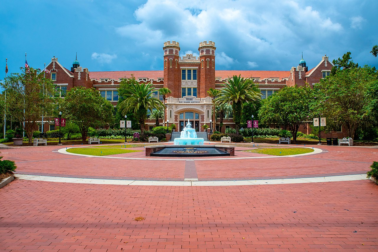 The James D. Westcott Building and Fountain at Florida State University. Aug. 18, 2018. (Ernie Stephens via Wikimedia Commons)