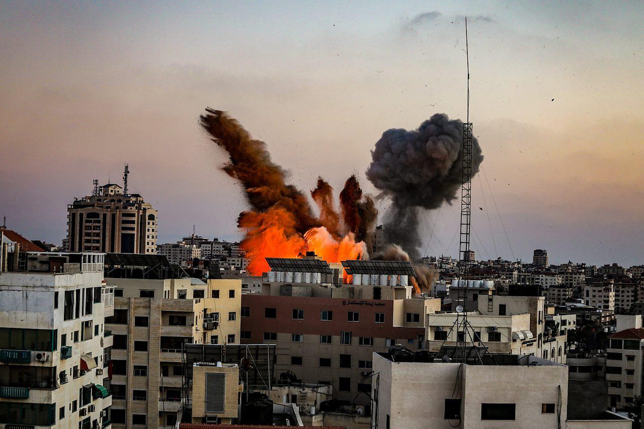 Smoke rises following Israeli airstrikes on a building in Gaza City, May 14, 2021. (Mohammed Zaanoun/Activestills)