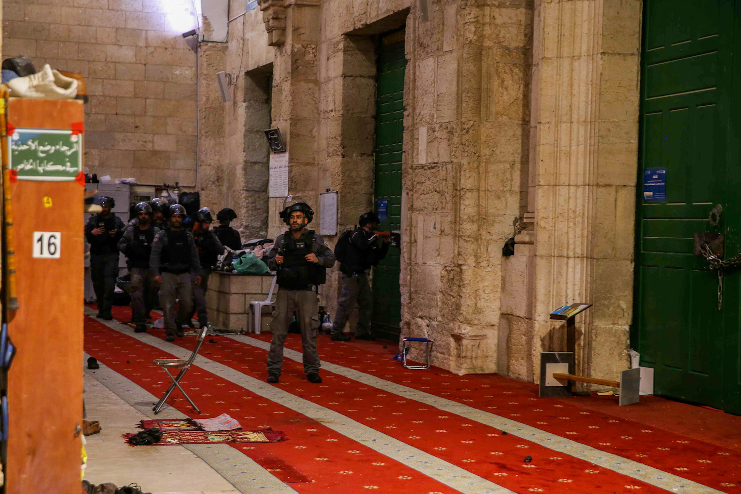 Israeli riot police raid the Al-Aqsa Mosque compound in Jerusalem's Old City, May 7, 2021. (Jamal Awad/Flash90)