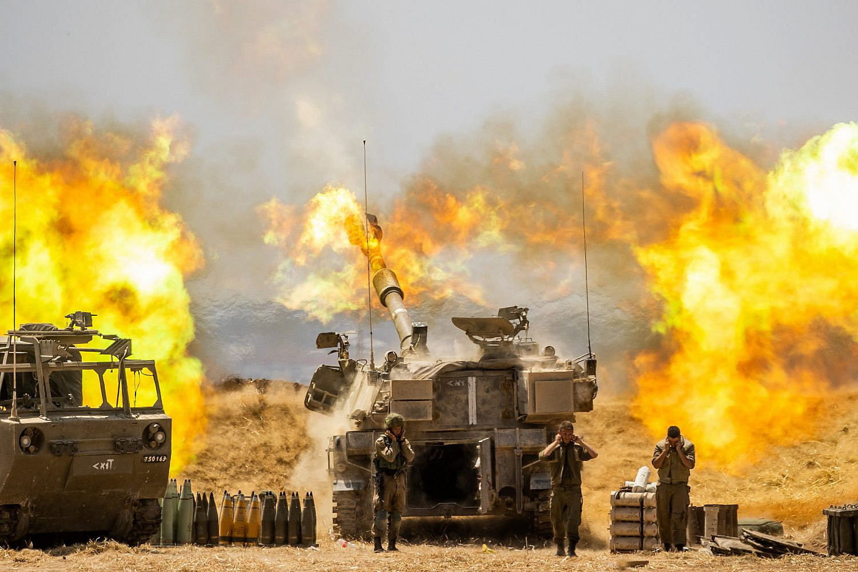 IDF Artillery Corps seen firing into Gaza, near the Israeli border with Gaza on May 12, 2021, following heavy rocket barrage fired by militants in Gaza, May 12, 2021. (Yonatan Sindel/Flash90)