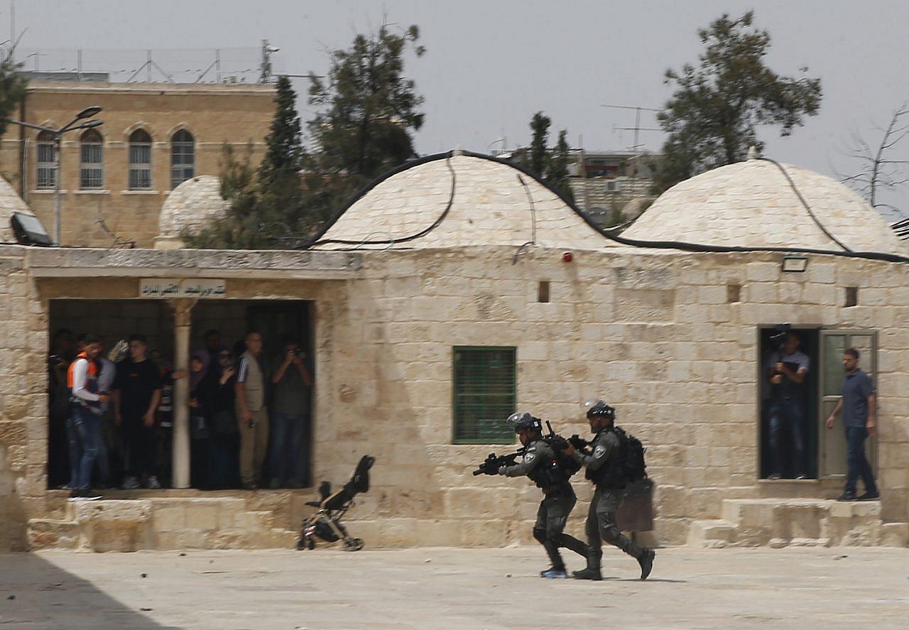 Israeli police storm Al-Aqsa Mosque compound in Jerusalem on May 21, 2021. (Jamal Awad/Flash90)