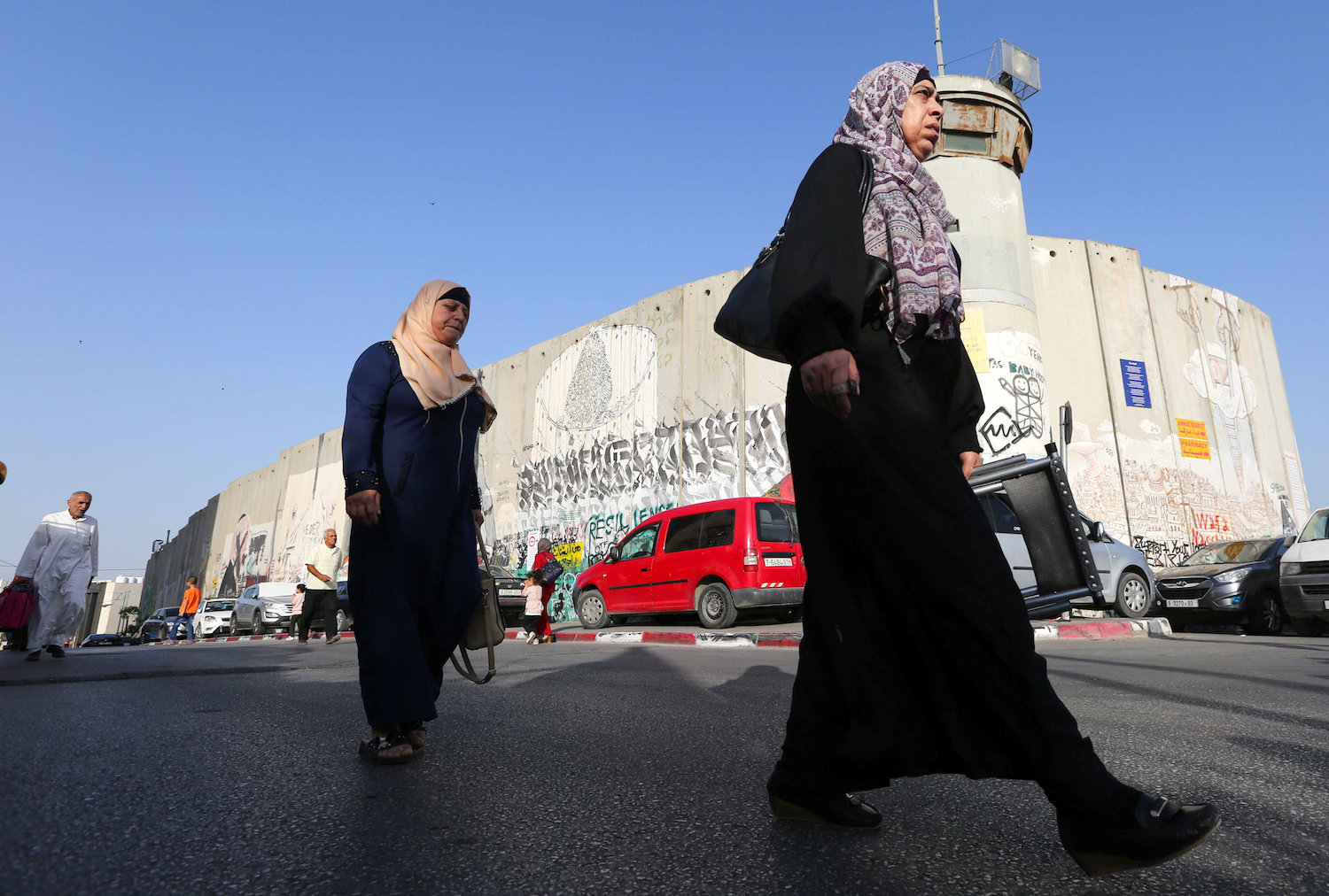 Palestinians cross through an Israeli checkpoint to attend the last Friday prayer of the holy fasting month of Ramadan in Jerusalem's Al-Aqsa Mosque, near the West Bank city of Bethlehem, May 31, 2019. (Wisam Hashlamoun/Flash90)