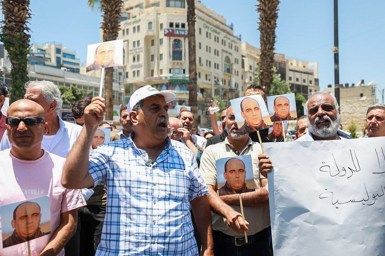 Palestinians protest the death of Palestinian human rights activist Nizar Banat who died after being arrested by Palestinian Authority security forces, in the West Bank city of Ramallah, on June 24, 2021. (Flash90)