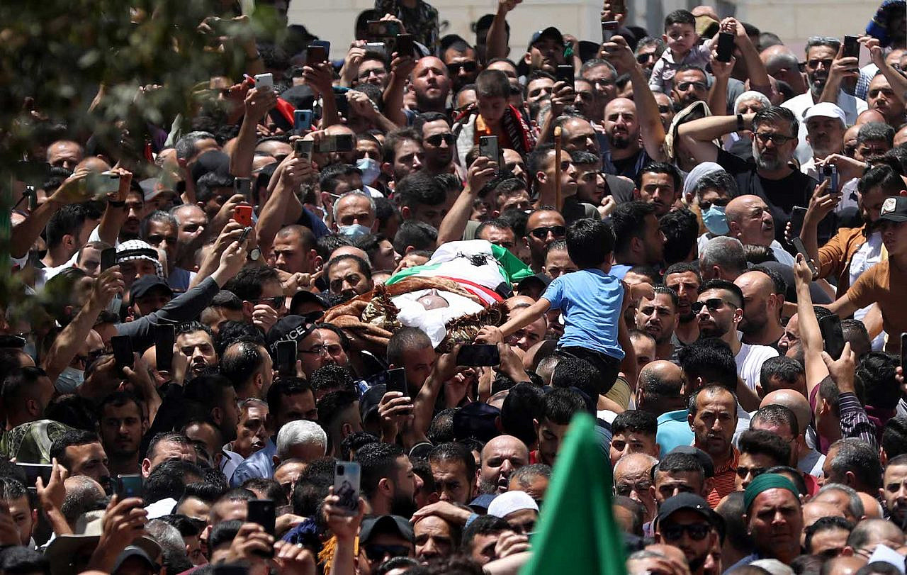 Mourners carry the body of Palestinian human rights activist and critic Nizar Banat who died after being arrested by Palestinian Authority security forces, in the West Bank city of Ramallah, on June 24, 2021. (Flash90)