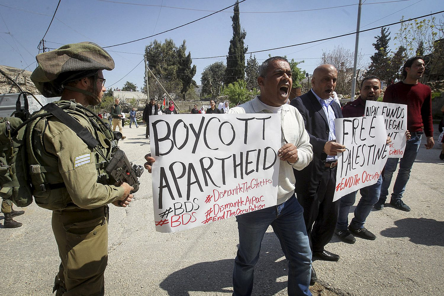 A Palestinian protest against Jewish settlements in the West Bank city of Hebron, March 26, 2017. (Wisam Hashlamoun/Flash90)