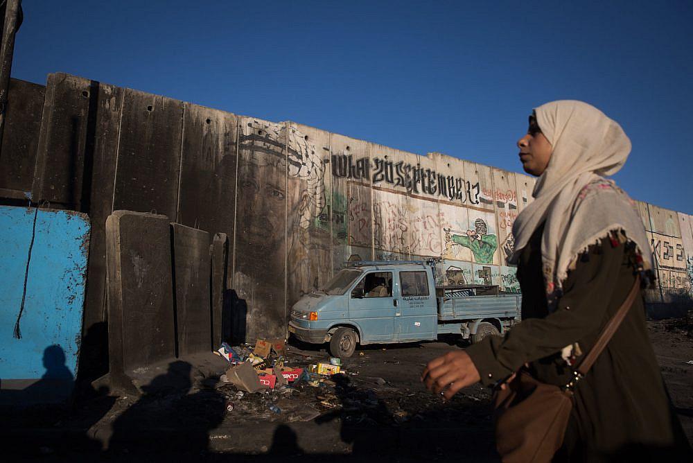 Palestinian women cross the Qalandiya checkpoint, outside the West bank city of Ramallah, on June 23, 2017, (Hadas Parush/Flash90)