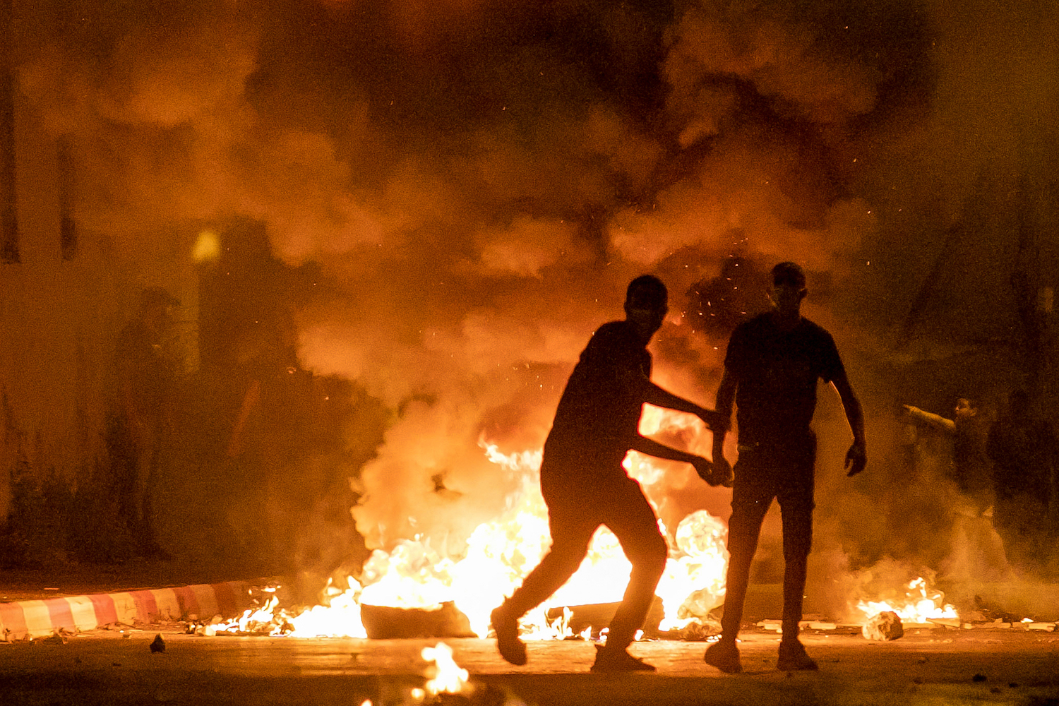 Protesters throw rocks and burn tires during a protest over tensions in Jerusalem, Ramla, May 10, 2021. (Yossi Aloni/Flash90)
