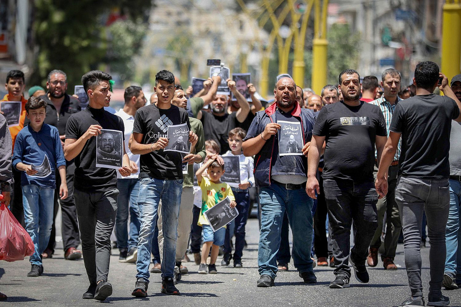 Palestinians take part in a protest over the killing of activist Nizar Banat, in the West Bank city of Hebron, July 2, 2021. (Wisam Hashlamoun/Flash90)