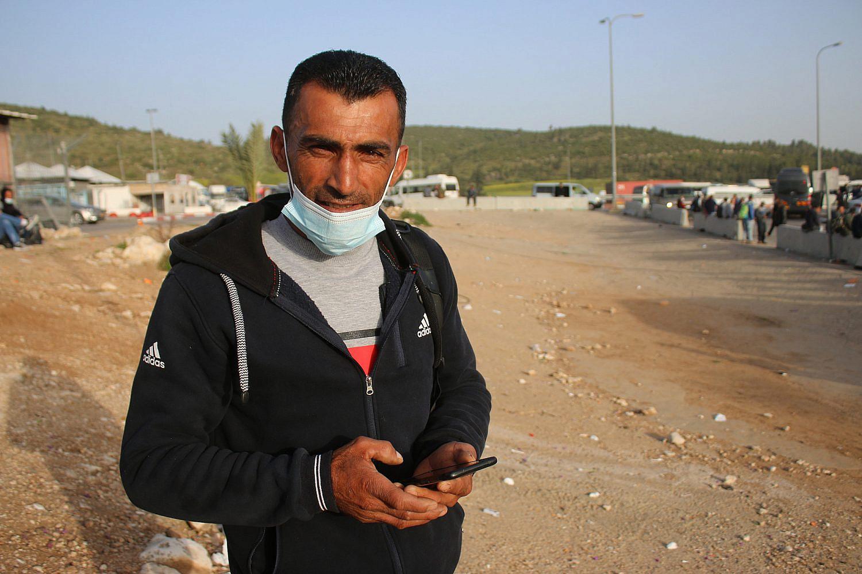 Mahmoud Awad, a Palestinian worker, at the Tarquimya checkpoint near Hebron, the West Bank. (Activestills)