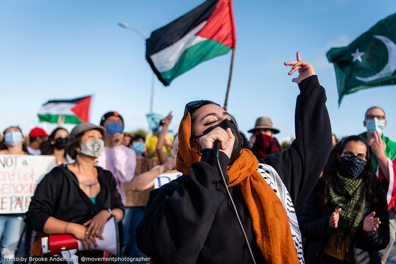 Palestine solidarity activists move to block an Israeli-owned ship at the Port of Oakland, in protest of Israel's latest aggressions, June 4, 2021. (Brooke Anderson)