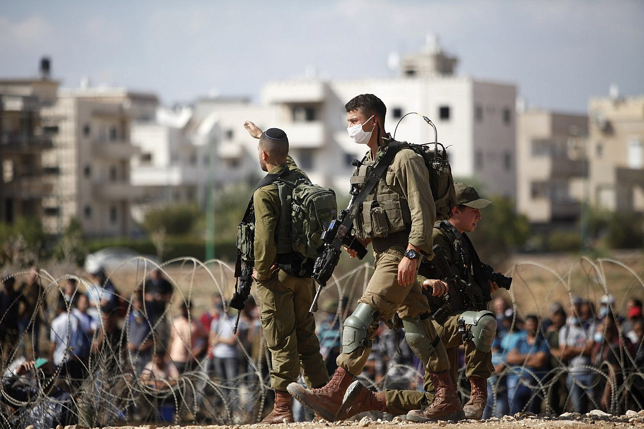 Israeli soldiers stand guard in the West Bank city of Jenin, on September 6, 2021, following the escape of six Palestinian prisoners from a prison in Israel. (Nasser Ishtayeh/Flash90)