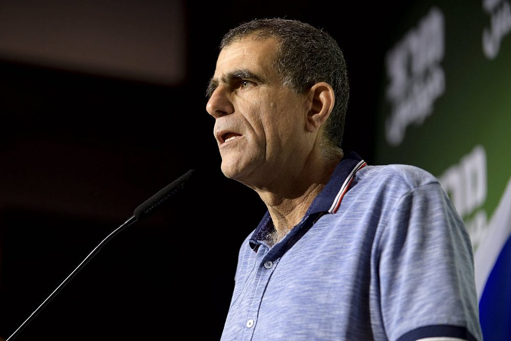 Mossi Raz speaks at a Meretz central committee meeting, Tel Aviv, July 28, 2019. (Gili Yaari/Flash90)