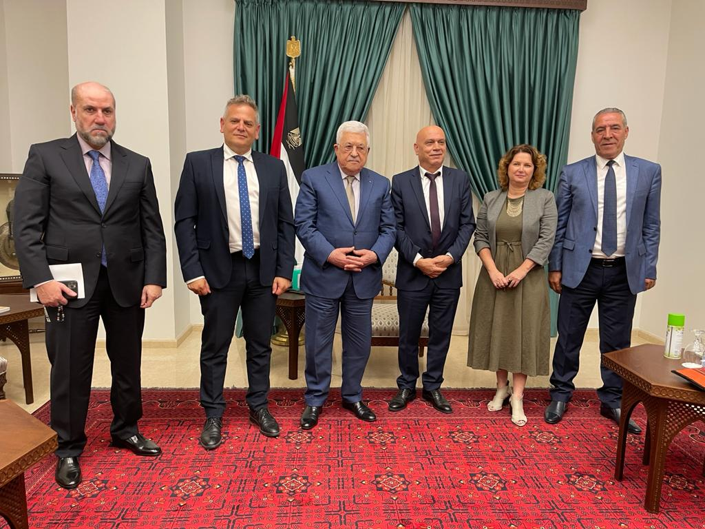 Members of Meretz meet with Palestinian President Mahmoud Abbas in Ramallah, October 4, 2021. (Courtesy of Meretz)